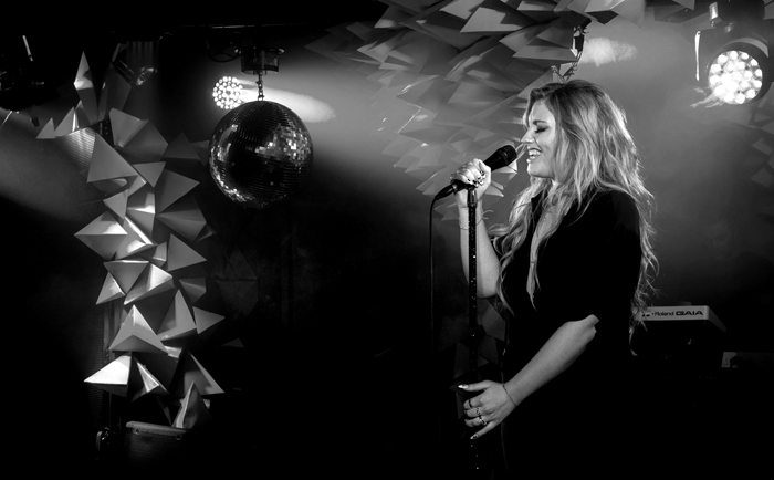 Ella Henderson performing at her UK showcase, the Edition Hotel, London 22/04/14 Photo by Chris Lopez